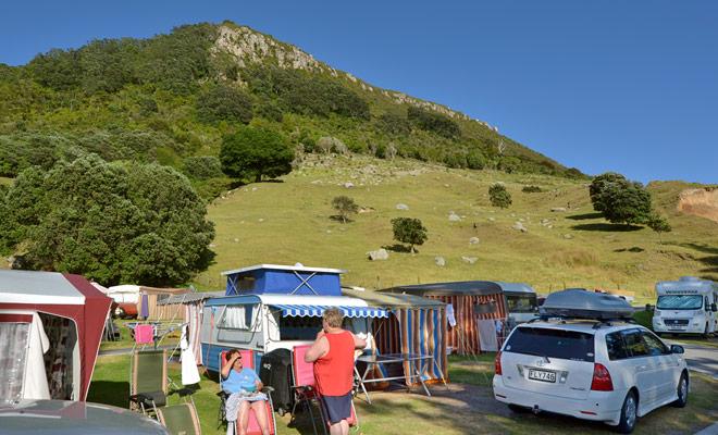 Als de douches desperaat koud blijven in de schilderachtige campings van de DOC, daarentegen is de locatie veel aangenamer, met prachtige panorama's.