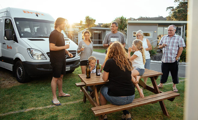 Met de geïmproviseerde barbecues kunt u Nieuw-Zeelanders ontmoeten en een goede tijd doorbrengen door de lokale cultuur te ontdekken.