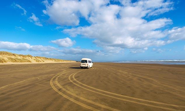 La Playa Ninety Mile es una playa donde se permite conducir.