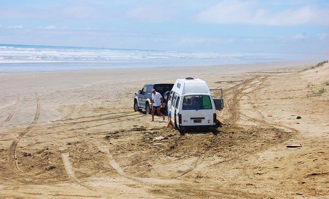 Antes de drinving en la playa, asegúrese de que el seguro cubre su vehículo. Esto no será el caso con los coches de alquiler. Preguntar antes de ir!