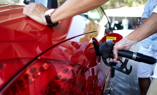 La gasolina cuesta un poco menos en Nueva Zelanda que en Europa, sin embargo el alivio marcado de Nueva Zelanda aumenta el consumo de combustible.