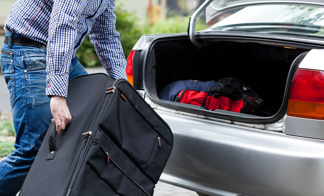 De grootte van de kofferbak is een van de belangrijkste criteria bij het kiezen van een huurauto. U moet ervoor zorgen dat u uw bagage kunt opslaan, anders moet u ze op de achterbanken opslaan (indien dit mogelijk is).