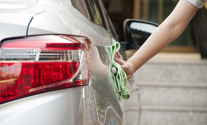 Usted no tiene que dejar un vehículo perfectamente limpio en la estación de llegada, pero una simple aspiradora y un poco de lavado automático debe ser suficiente para los agentes de alquiler para limpiar el coche. De lo contrario, pueden aplicarse multas y se deducirá una cantidad del depósito.