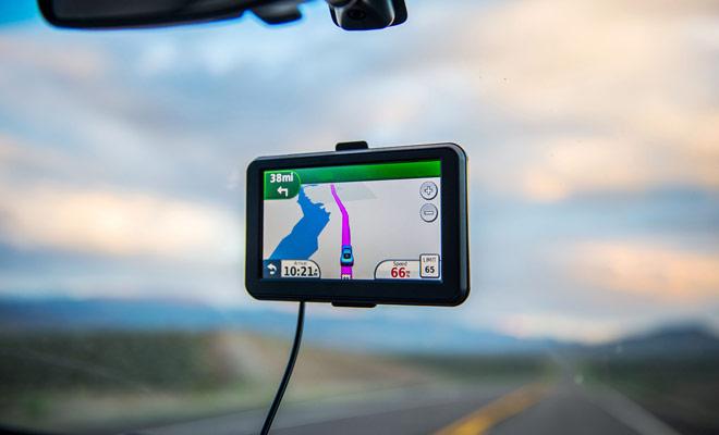 GPS is niet essentieel voor het rijden in Nieuw-Zeeland, maar het wordt sterk aanbevolen omdat het het rijden in bebouwde gebieden vereenvoudigt en voorkomt dat u altijd een routekaart raadpleegt.