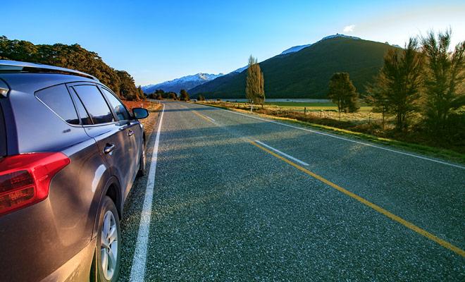 U kunt een stadsauto of een grote sedan en zelfs een 4x4 in Nieuw-Zeeland huren als u minstens 21 jaar bent en sinds 1 jaar uw rijbewijs heeft.