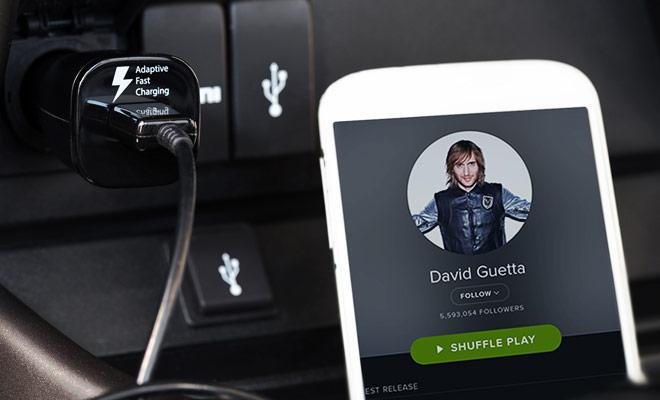 No te olvides de cargar música en tu smartphone o tableta antes de salir, porque la música emitida en las estaciones de radio en Nueva Zelanda deja mucho que desear.