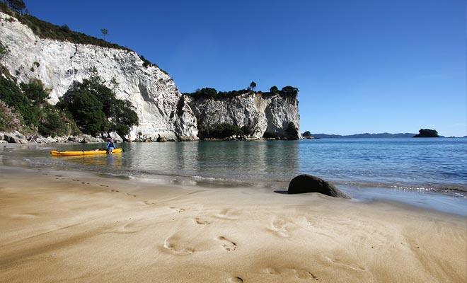 Una solución ideal para visitar la playa es venir en kayak de Hahei.