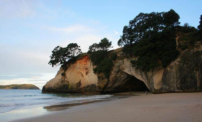 Fuera de temporada, la playa atrae a la mayoría de los turistas extranjeros raros y esta es la oportunidad perfecta para tener la playa para usted solo.