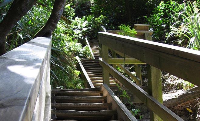 Antes de llegar a la playa, se utilizará una escalera de madera. La desventaja es que usted tendrá que subirlo en la vuelta ...