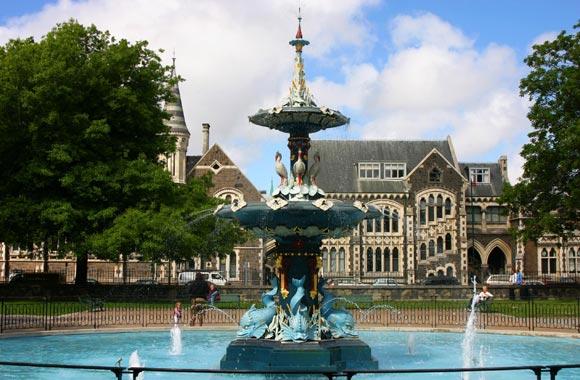 El Jardín Botánico cubre 21 hectáreas y fue salvado por el terremoto.