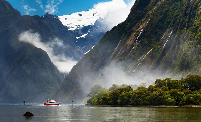 Los cruceros en los fiordos de Nueva Zelanda son muy turísticos en su organización, pero la belleza del paisaje está intacta, y el descubrimiento de Milford Sound es una necesidad si planea visitar la Isla Sur.
