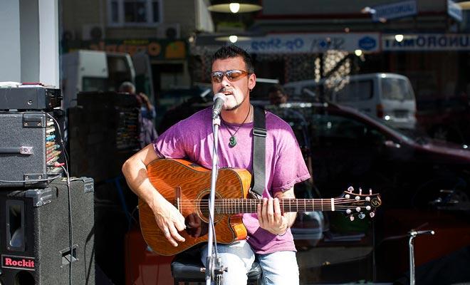 Bastante desconocido en Europa, la música de Nueva Zelanda es influenciada por las culturas del Pacífico. Visitar Auckland durante el festival Pasifika le permite descubrir ritmos tradicionales.