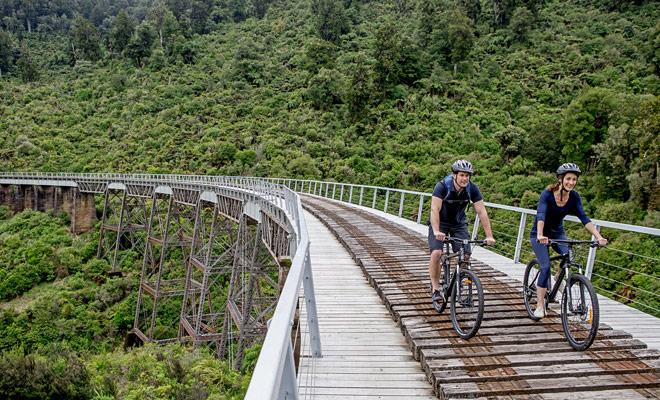 Desde el momento en que tomas un curso adaptado a tu nivel, el ciclismo de montaña es un placer en Nueva Zelanda. Los senderos específicos han sido diseñados para que usted pueda pedalear sin cruzar peatones o automóviles.