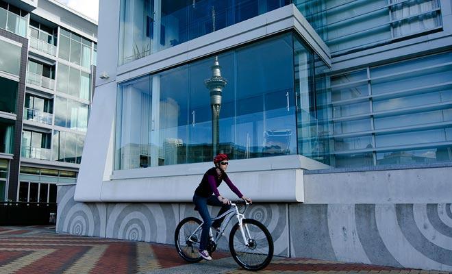 Met de Auckland Next Bike service kunt u een fiets huren, zoals de Velib Parijse. Maar het aantal fietsen is vrij laag en u vindt het soms moeilijk om te vinden.
