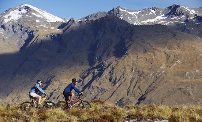 Se il terreno può sembrare difficile, l'isola del sud ha effettivamente sentieri di mountain bike eccellenti. Consigliamo in particolare di noleggiare una bicicletta a Wanaka per esplorare la zona.