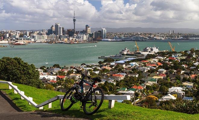 Nga Haerenga is een fietspad die de twee eilanden van het land overstapt. De route bevat accommodaties voor de nacht en laat de mooiste landschappen ontdekken.