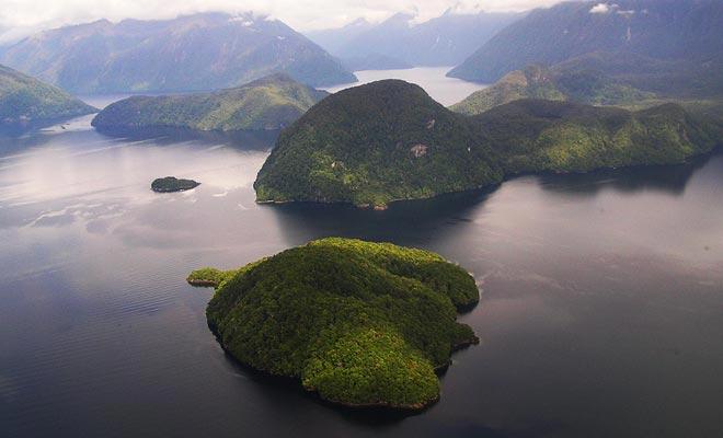 Het gebied was eens bedekt met gletsjers. In tegenstelling tot zijn naam is de Twijfelachtige geen Sound maar een Fjord.