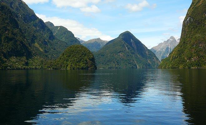 De Maori waren van nature de eerste die in de wateren van de fjord waagden. Het zal dan bijna 700 jaar onontgonnen blijven totdat Captain Cook's Endeavour bezoek.
