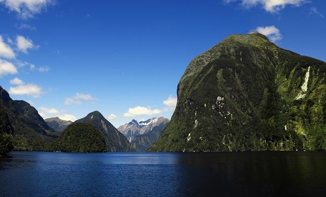 De twijfelachtige geluid, net als alle vijanden van de regio, herbergt een gletsjervallei die door de golven wordt ondergedompeld.