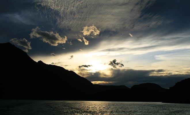 De enige manier om de nacht door te brengen is om een hut aan boord van een schip of in de Deep Cove slaapzaal te boeken.