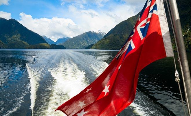 Een petitie omzeilde het damproject dat de eilanden van het Manapouri-meer zou hebben ondergedompeld. Sommige historici zien dit evenement als de geboorte van het ecologische bewustzijn van de Nieuw-Zeelandse bevolking.