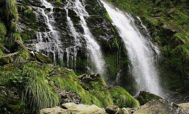 De watervallen vervagen wanneer de regen stopt. Paradoxaal genoeg is slecht weer wenselijk als u van de show wilt genieten.