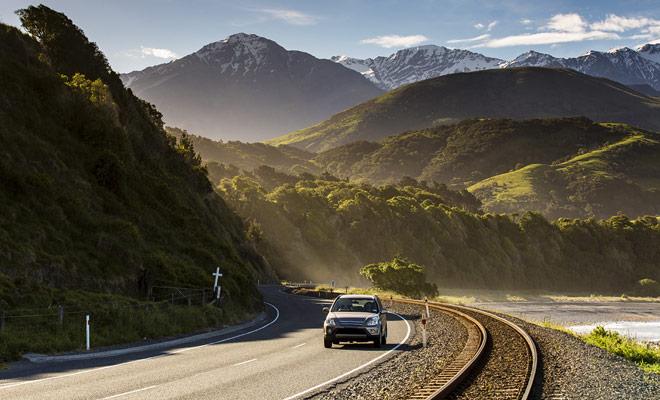 La perspectiva de conducir a la izquierda a menudo preocupa a los viajeros, pero por lo general se tarda unos pocos días para acostumbrarse a él y empezar a sentirse cómodo.