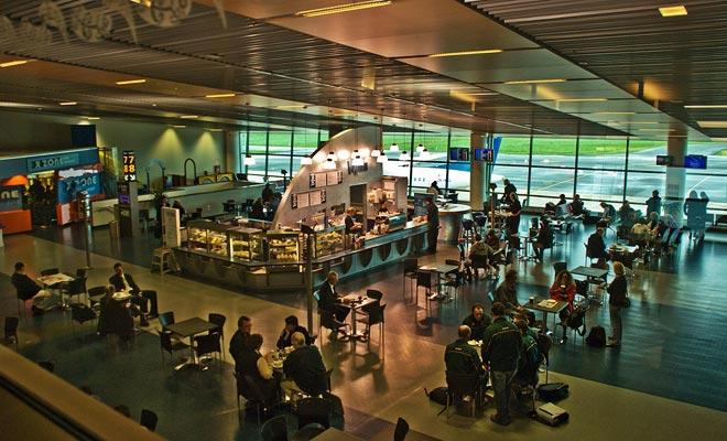 Dunedin tiene un aeropuerto internacional situado a 30 km del centro de la ciudad.