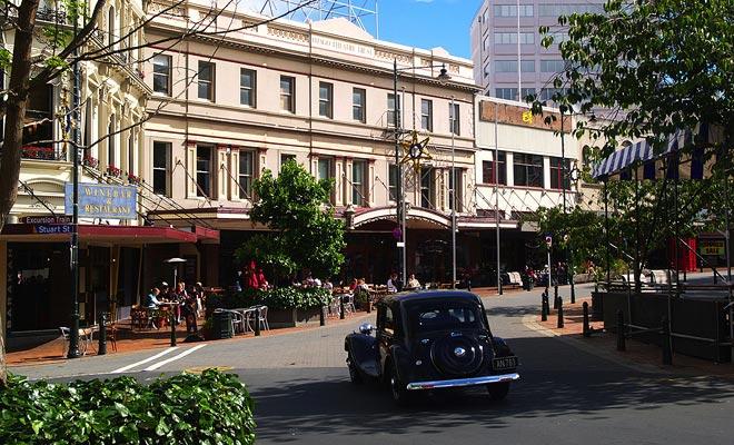 Algunos edificios tienen un bonito encanto retro. La pasión de los neozelandeses por los coches viejos les da la oportunidad de tomar fotografías sensacionales.