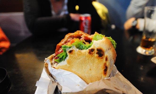Het is zonder twijfel de beste burgerrestaurant ter wereld, de Queenstown Fergburger is een must-do als u de centrale Otago bezoekt.