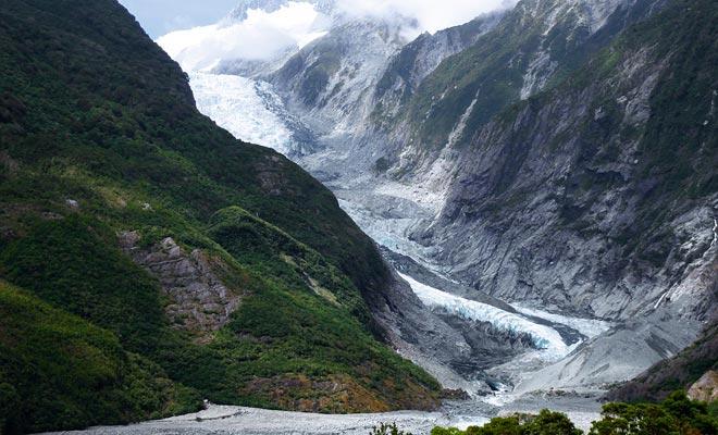 El Glaciar Franz Joseph es más espectacular que el Fox. Sin embargo, es mucho menos accesible. Para explorarlo, debe reservar un viaje en helicóptero.