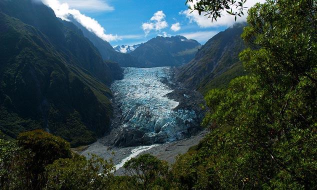 El glaciar Fox es famoso por sus cuevas de hielo azul.