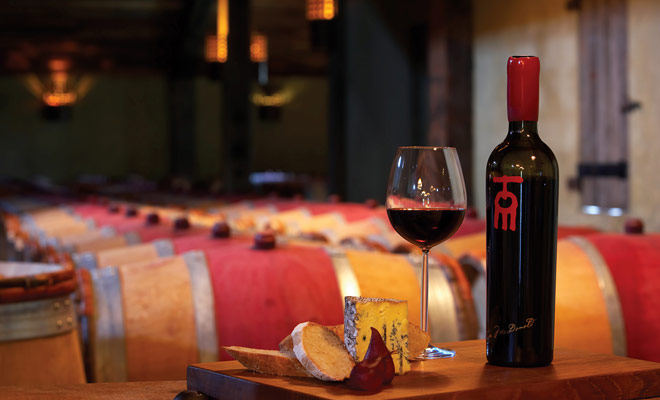 Para probar los mejores vinos del país, puede visitar las bodegas o ir a The Winery en Queenstown donde podrá degustar más de 70 vinos diferentes y pedir platos de queso.