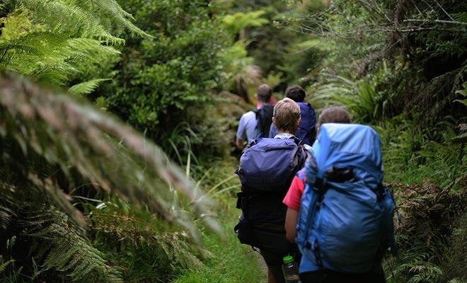 Cuando los escolares de vacaciones se unen a turistas de todo el mundo, senderos a veces están abarrotados.