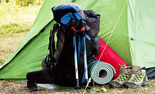 La mochila debe permitir que usted almacene fácilmente todas sus pertenencias, pero no debe pesar más de 8 kilogramos o usted sería agotado durante los paseos.