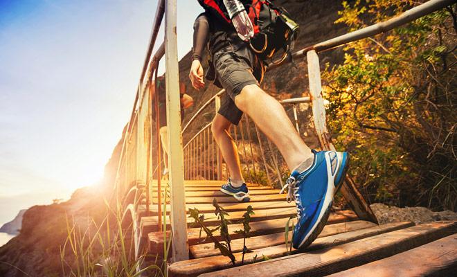 Para seguir largas caminatas, los zapatos para caminar son indispensables. En caso de duda, es mejor tomar un par por si acaso.