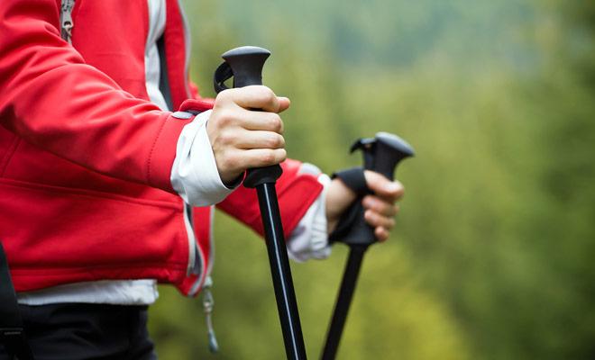 Los bastones son un accesorio indispensable si usted planea seguir caminatas largas o si usted quiere evitar perder su fuerza.