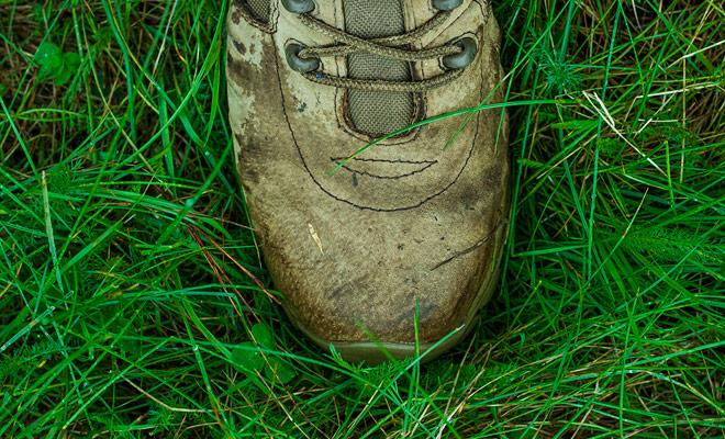El calzado no debe ser completamente estanco, porque el pie debe ser capaz de respirar, pero debe encontrar un medio terreno para no tener los pies mojados.