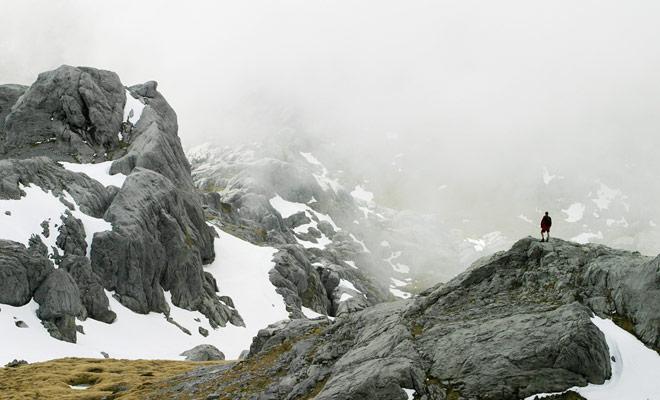 Como el clima de Nueva Zelanda está sujeto a cambios repentinos, todo el paisaje puede caer en la niebla. El viajero que no está equipado y que no ha vigilado el tiempo el día anterior está expuesto al riesgo de hacer una mala caída.