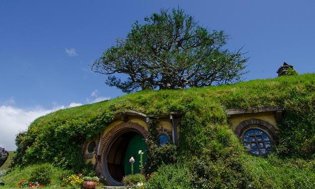 El extremo del bolso es el hogar que Frodo hereda de Bilbo.