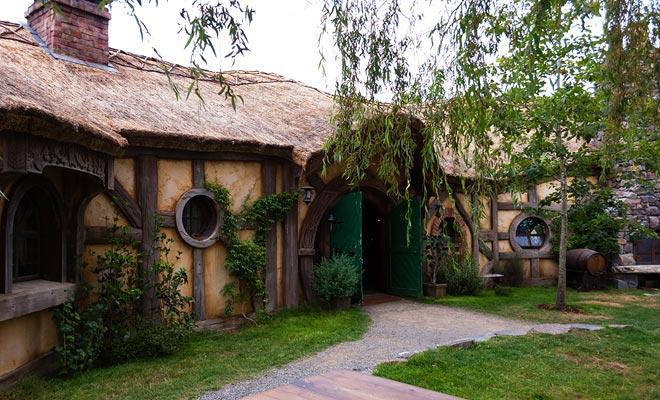 De Green Dragon Inn is de enige woning in het dorp waarvan het interieur bestaat en kan bezocht worden.
