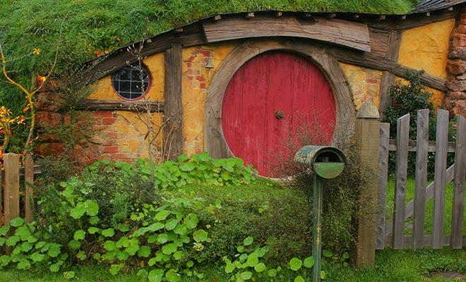 Men zou kunnen hebben gevreesd om een commerciële exploitatie van het dorp te zien, maar het is niet. U komt niet over een geklede hobbit en de souvenirwinkel bevindt zich zelfs buiten het dorp.