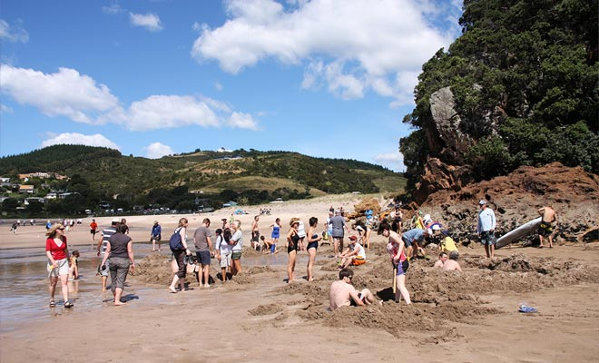 Cuando la playa está llena, la cuestión de saber dónde está excavando ya no surge ... Usted perderá el placer de la búsqueda del tesoro.