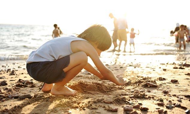 Playa de agua caliente tiene una fuente caliente que fluye bajo la arena.