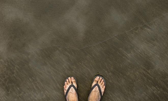 Het zand rookt op plaatsen en je weet wat je moet doen. Maar wees voorzichtig om jezelf niet te verbranden, het water is 66 ° C!