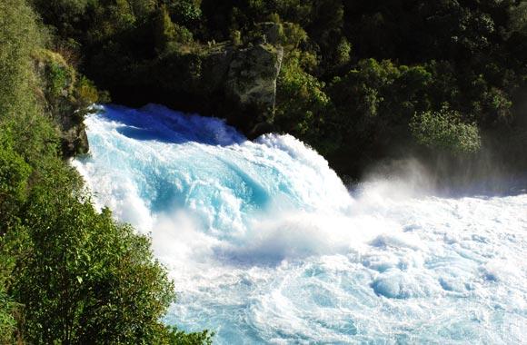 Se estima que las Huka Falls podrían llenar dos piscinas olímpicas por segundo!