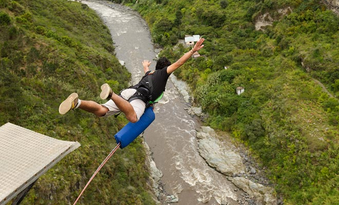 Bungee jumping es un deporte arriesgado y por lo tanto no está cubierto por la mayoría de los seguros de viaje. Los accidentes son muy raros, pero piensa cuidadosamente antes de empezar.