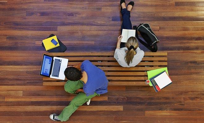 Si aún es estudiante, pregunte a su compañía de seguros francesa si puede cubrirlo durante su Programa de Vacaciones Laborales.