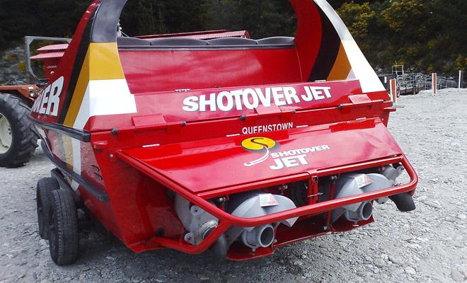 Los jetboats más rápidos (en particular los de shotover jet) están equipados con verdaderos motores V8 que se pueden encontrar en la Fórmula 1.