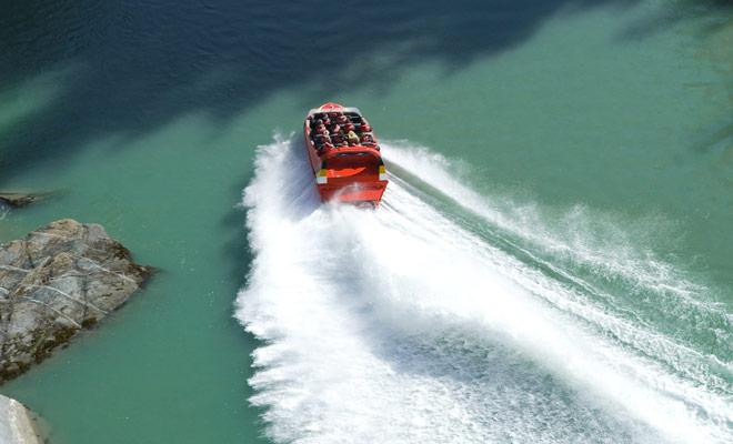 Aunque la Isla del Norte tiene algunas buenas excursiones Jetboat para ofrecer (incluyendo las Cataratas Huka), la mayoría de las mejores actividades de este tipo se encuentran en la Isla Sur (Queenstown, Wanaka y Hanmer Springs por nombrar algunos).
